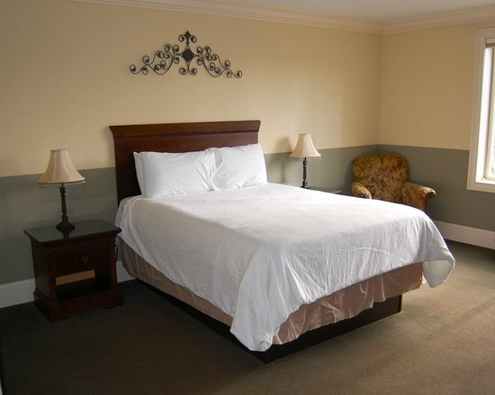 The Inn at Crestwood: Select Queen Room