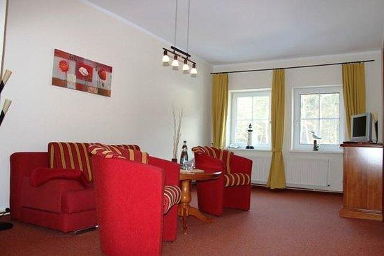 Villa Strandkorb Hotel Garni: Wohnbereich Suite XL