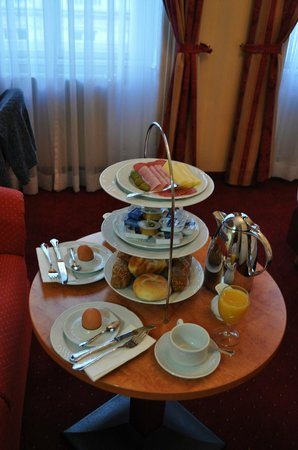 Opera Suites:                   breakfast in our room
