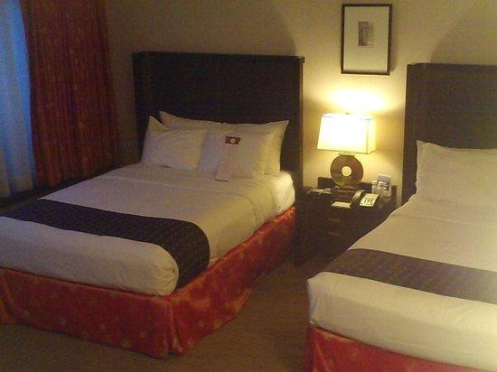 Hotel Kabuki, a Joie de Vivre hotel:                   Standard double double, clean and crisp