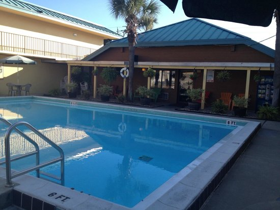 Village Inn of Destin: Pool area