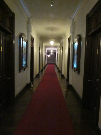 Queen's Hotel:                                     Hallway with rooms on either side