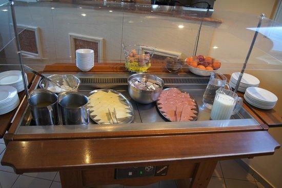 Evripides Hotel:                   Buffet