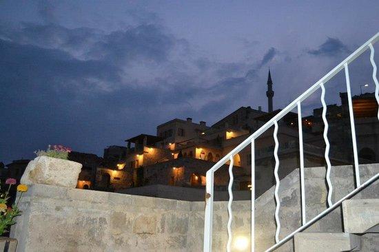 Argos in Cappadocia:                   Gece otelin dıştan görüntüsü