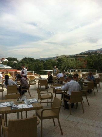 Le Meridien Lav Split:                   Frukost på terrassen
