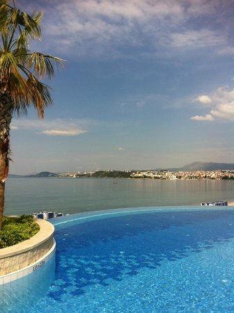 Le Meridien Lav Split:                   Utsikt från poolen