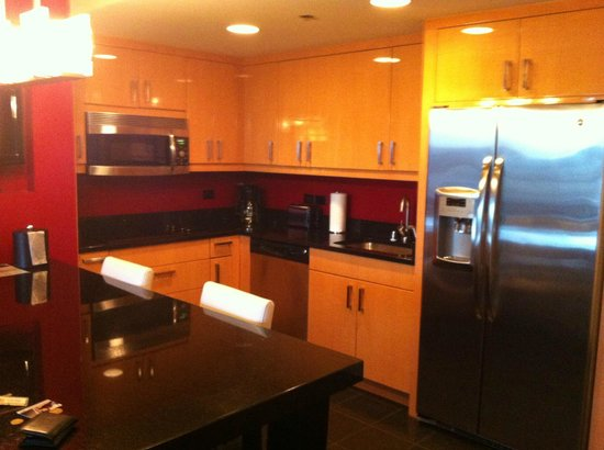 elara by hilton grand vacations 1 bedroom suite kitchen