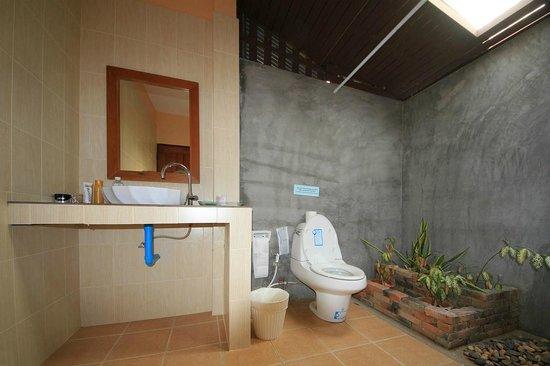 Sunda Resort: Bathroom.
