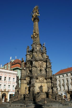 Holy Trinity Column:                   Kolumna