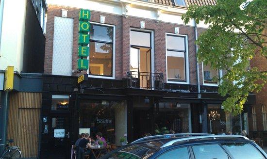 Stone Hotel & Hostel: Front of Stone