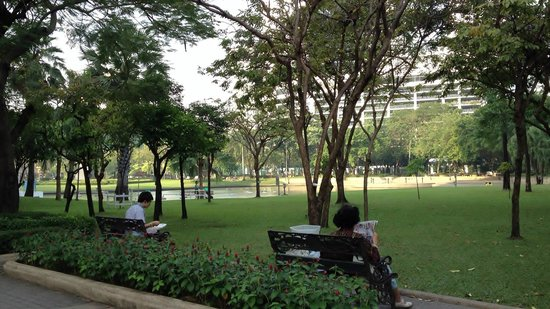 Benjasiri Park:                   ベンチャシリ公園