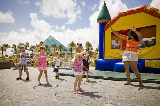 Moody Gardens Hotel Spa & Convention Center: Kids Crew