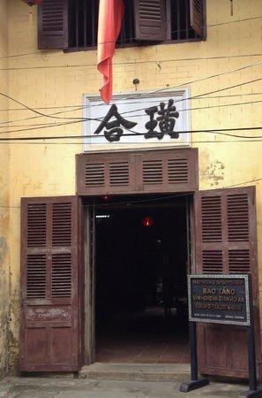 Bao Tang Van Hoa Dan Gian Hoi An:                   Nguyen Thai Hoc 通り側の入り口