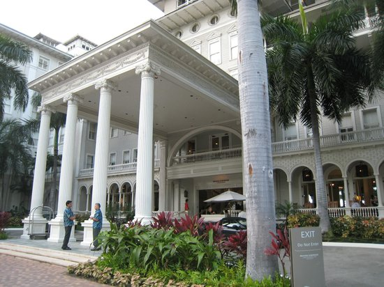 Moana Surfrider, A Westin Resort & Spa : Car park area
