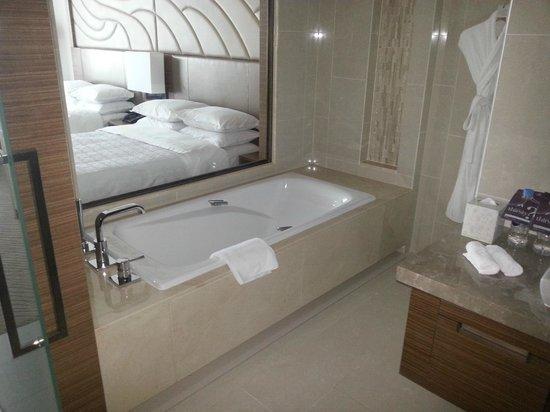 Sheraton Seoul D Cube City Hotel:                   BATH