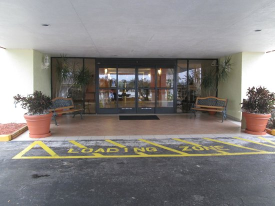 Royal Celebration Inn on Lake Cecile:                   Entrance to lobby