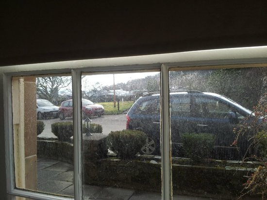 Cairnbaan Hotel:                   view of carpark through the dirty bedroom window