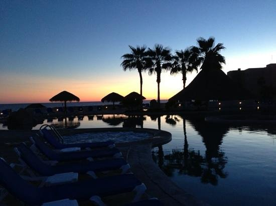 Sandos Finisterra Los Cabos:                   Beautiful sunsets