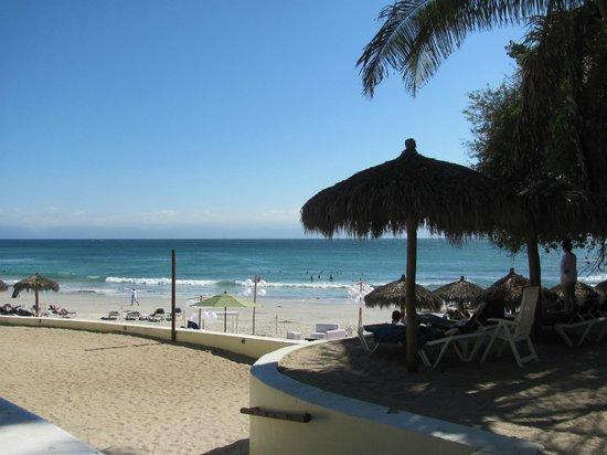 Grand Palladium Vallarta Resort & Spa:                   heading down to the beach