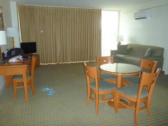 Pearl Hotel Waikiki: living area