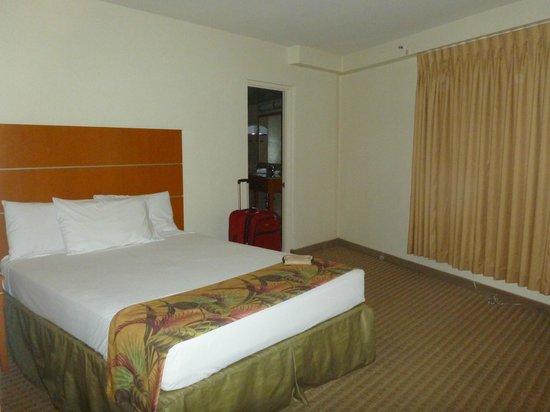 Aqua Waikiki Pearl: Master bedroom