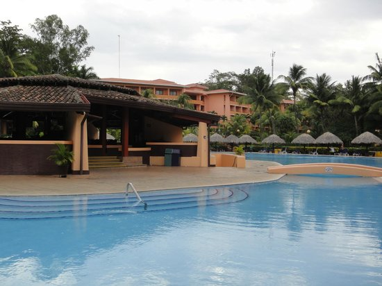 Barcelo Montelimar Beach:                                                       snack bar et piscine