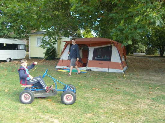 Te Aroha Holiday Park and Backpackers:                   Dog-friendly Camp site