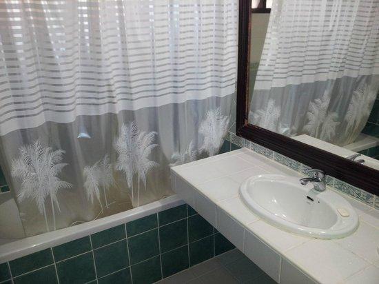 Samui First House Resort:                   Bathroom sink