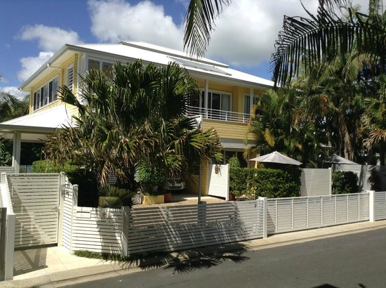 Byron Bathers: Front of House (B&B) - on site carparking.