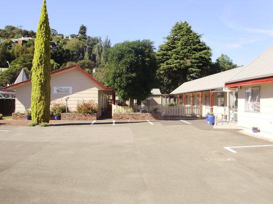 Driftwood Motels: Off Street Parking