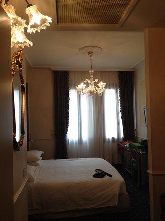 Hotel Violino d'Oro:                   Room 208
