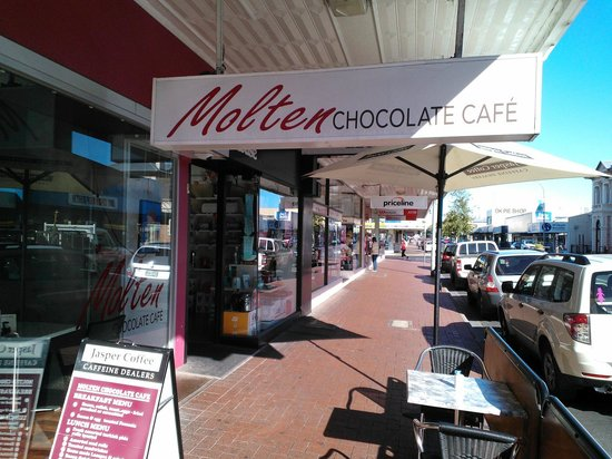 Molten Chocolate Cafe:                   Street sign