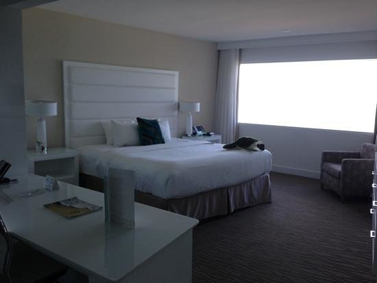 Sonesta Fort Lauderdale Beach:                   our room at B ocean hotel...