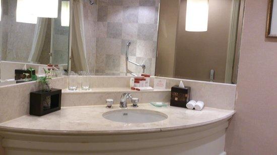 Crowne Plaza Hotel Jakarta: Vanity top