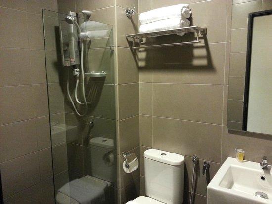 Grid 9 Hotel:                   toilet