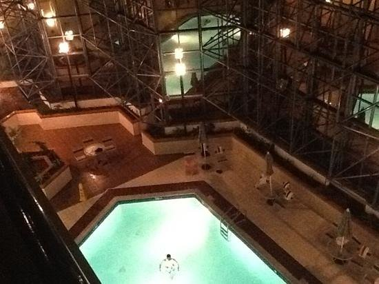 Renaissance Philadelphia Airport Hotel:                   View of pool from 5th floor outside balcony