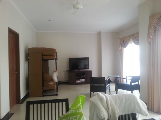 Kuta Town House Apartments:                   lounge area in 2 bedroom apartment