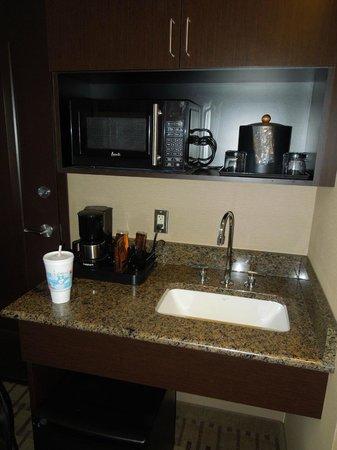 Soaring Eagle Waterpark and Hotel: Mini Kitchen area