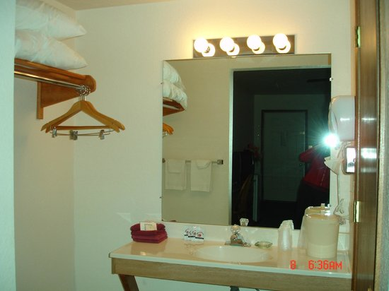 Der Ruhe Blatz Motel: Bathroom Sink