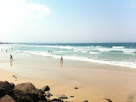 Belongil Beach: sunny day in Belongil
