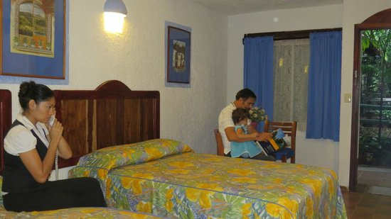 Eco-Hotel El Rey Del Caribe: Hbaitación con cocineta junto al jardin ttrapical