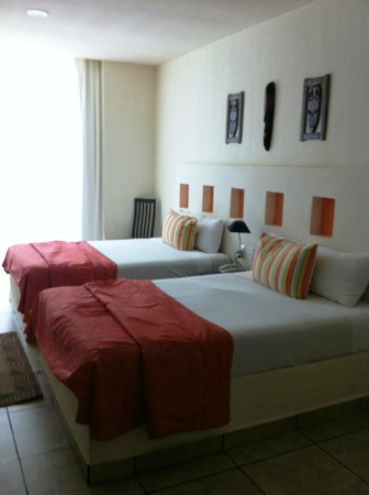 Ixchel Beach Hotel:                   one of the bedrooms in 2 bedroom suite