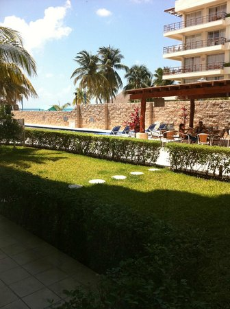 Ixchel Beach Hotel :                   pool view