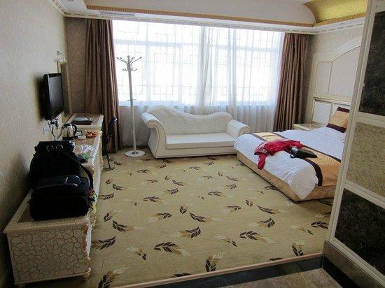 Yi Jade Hotel :                   Large room