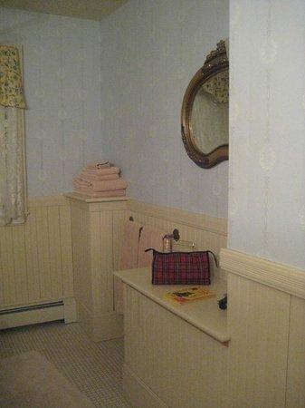 Berry Manor Inn:                                     Bathroom