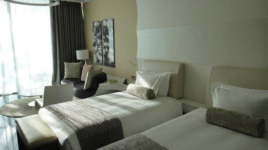 Yas Viceroy Abu Dhabi:                   The room