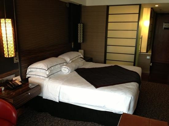 Marina Mandarin Singapore: Cosy bed in the club room