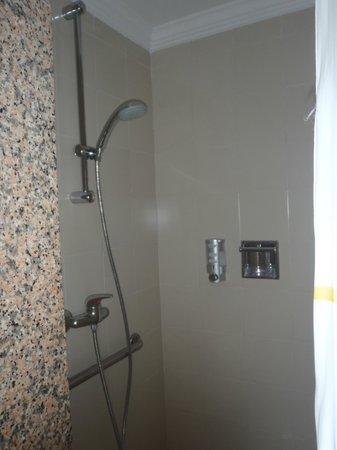 ClubHotel Riu Tequila:                                     shower                                  