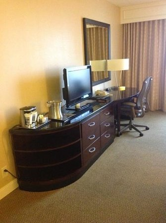 Hilton Atlanta: The Desk. Coffee in the Room!