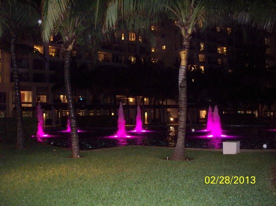 The Westin Lagunamar Ocean Resort: Colored Water Fountains